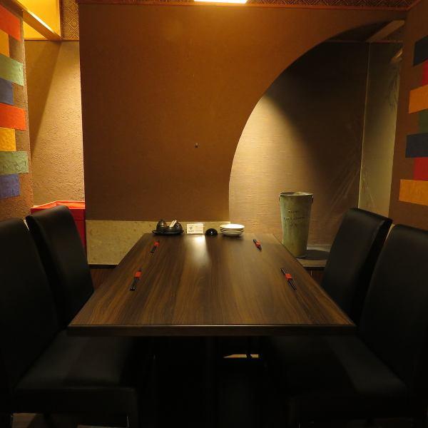 個室・半個室席も人気◎  扉付きの完全個室もご用意しております。  デートやご家族様でのお食事、接待などにもぴったり◎ 完全個室2~4名用×2部屋、5~6名用×1部屋、4~10名用半個室×1部屋ございます♪ まわりを気にせずにゆったりと楽しめるプライベート空間で、美味しい料理とお酒を心ゆくまでお愉しみください◎
