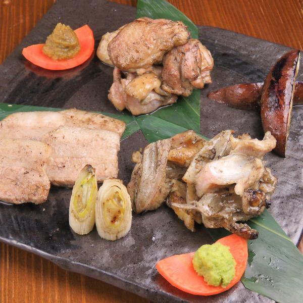 《自慢の逸品》 ふもと赤鶏の盛り合わせやチキン南蛮などの人気メニューの他、お酒のおつまみも多数!