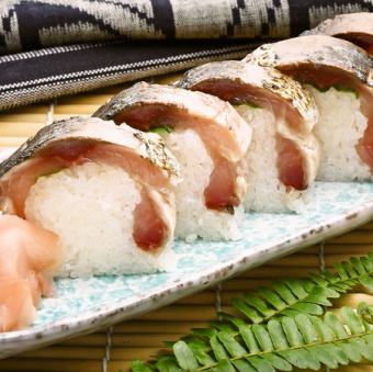 〆さばの藁炙り/〆さばの藁炙り棒寿司(五貫)