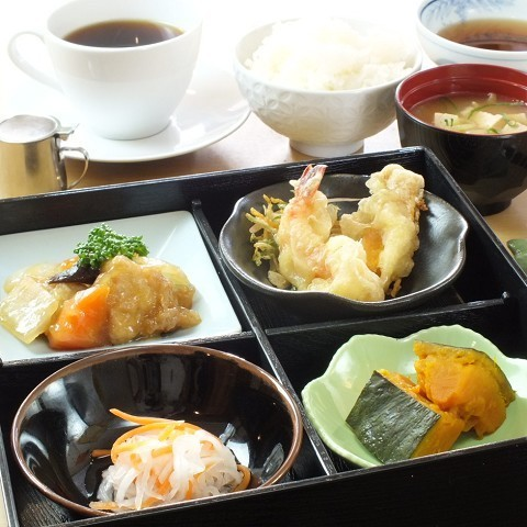 Also selling lunch ♪