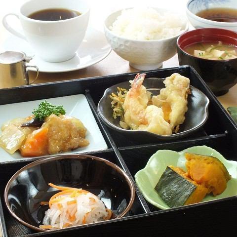 Shokado (daily change) Healthy lunch box considering balance
