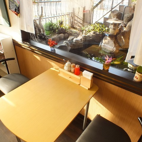A table seat for two people.You can enjoy your meal while being healed by the calm atmosphere in the store.