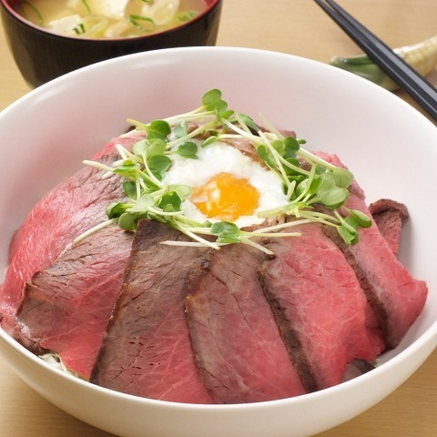 Roast beef bowl (with miso soup)