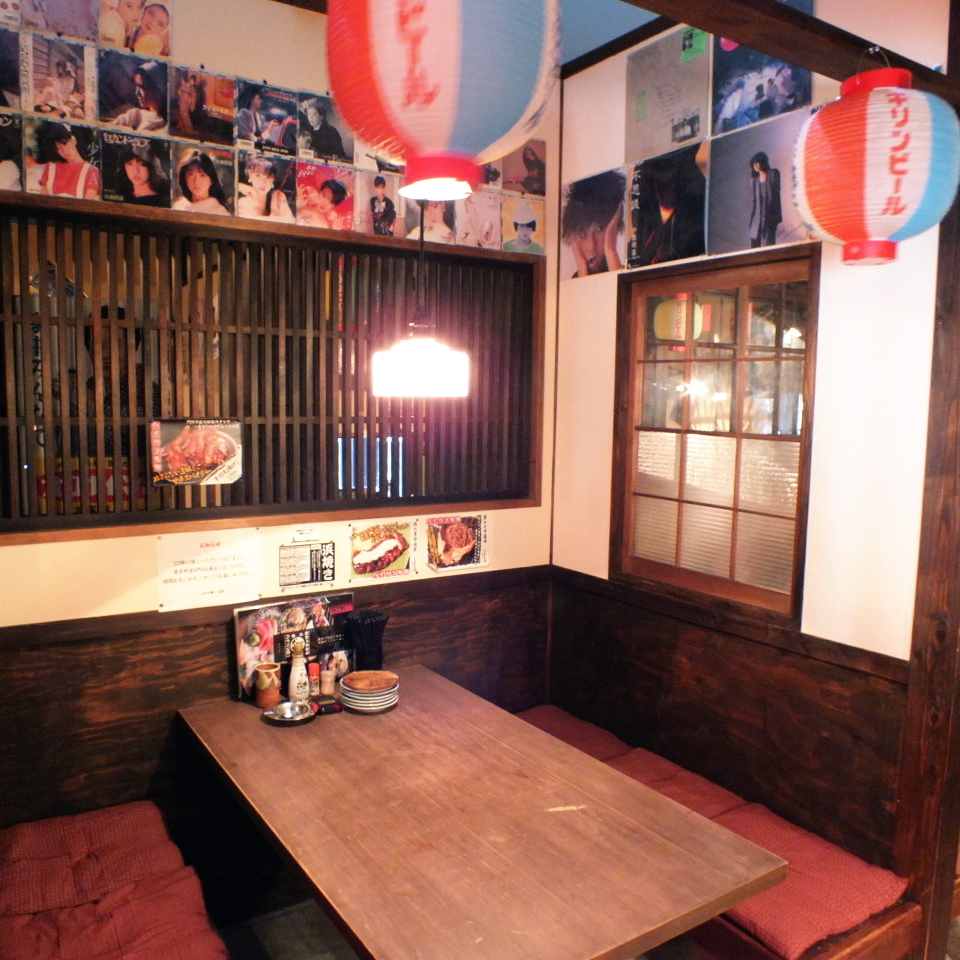 There are three table tennis for six people in the semi-private table seat! It is recommended for girls' society and small group drinking party ♪