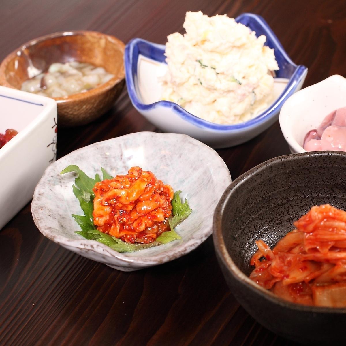 モロQ/ポテトサラダ/たこわさ/チャンジャ/梅たたきキュウリ/キムチ
