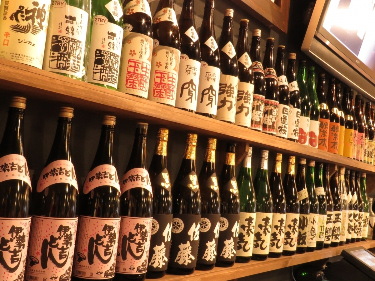 The Japanese sake rack boasting of the shop is behind the counter! We are preparing sake all over the country.About that number about 40 kinds!