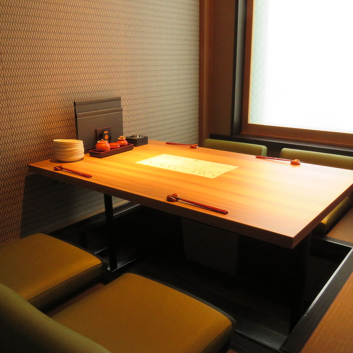 The four-person private room is a space easy to use for sudden meals and drinking party!