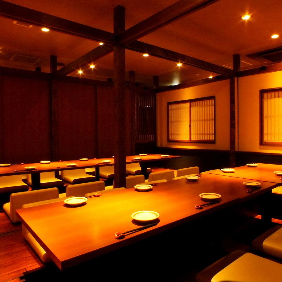 所有私人用餐室最多可容納35人。盡快預訂公司宴會/遺忘年會