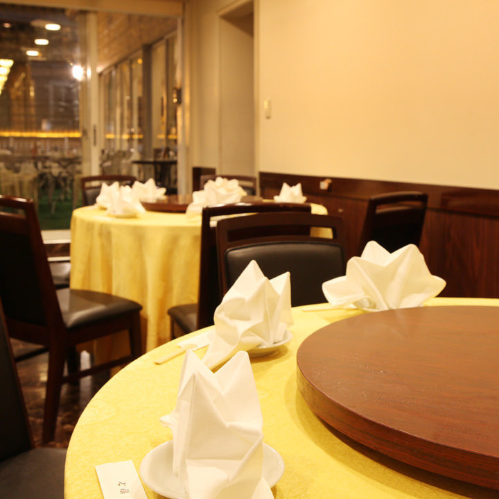 【2nd Floor】 In the 2nd floor hall, 7 tables are prepared for the main table of 4 people.According to the number of people you use, you can also arrange to divide seats and connect.(Yokohama Chinatown all-you-can-eat private room)