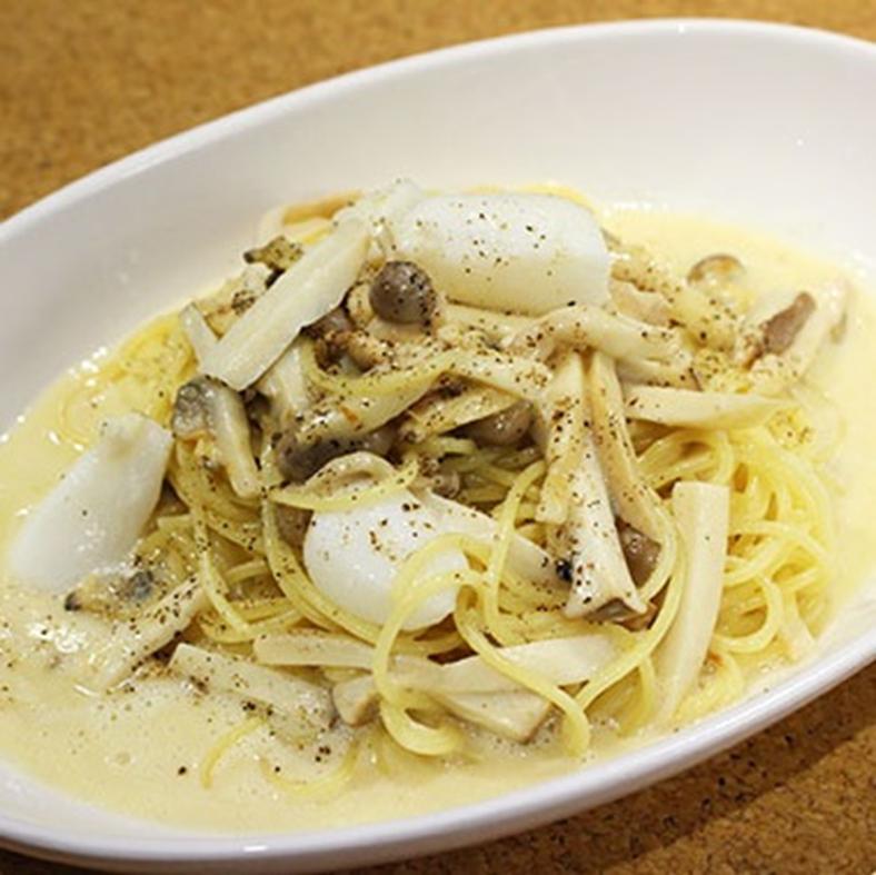 Seafood and mushroom cream sauce