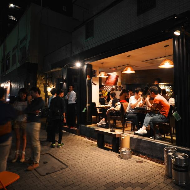 "[Sakae Station] 3 minutes on foot from Oasis 21 exit.Nagoya's craft beer's sacred place ""KEG Nagoya"" Of course not only our own brand craft beer, but also an adult hideaway where you can enjoy 13 kinds of domestic craft draft beer at all times."