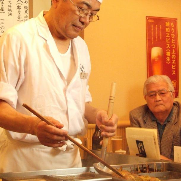 老舗「新橋お多幸」料理長です。毎日丹念に仕込みをしてお待ちしております。