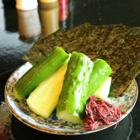 Seaweed rolled cucumber