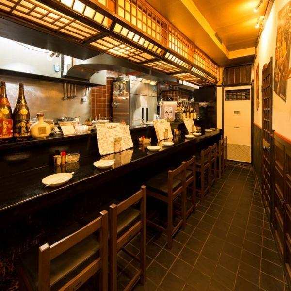 1F吧台。我們提供一人至8人的席位。喝回家的路上,用的朋友,可以從一個人用餐。