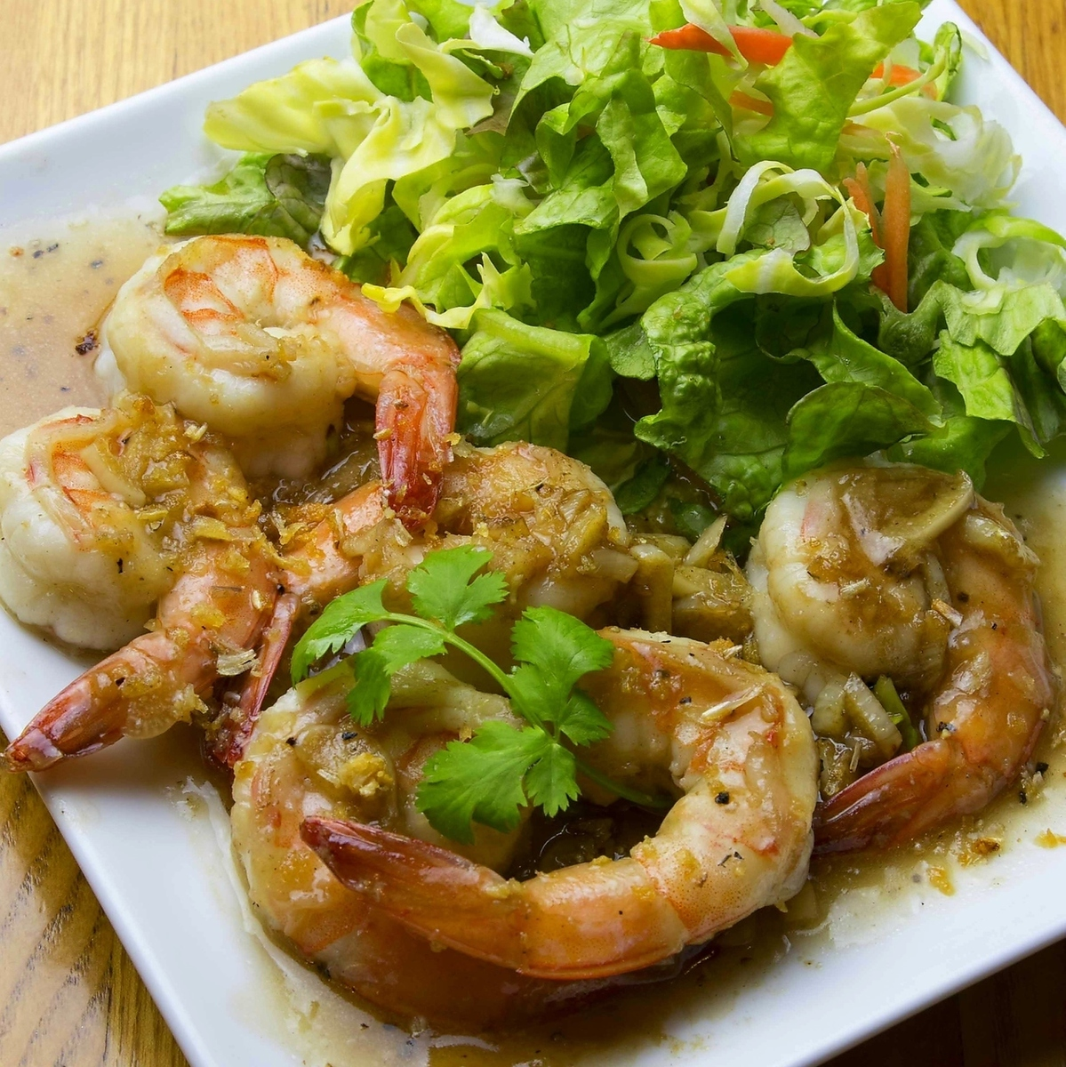 Stir-fried shrimp with garlic