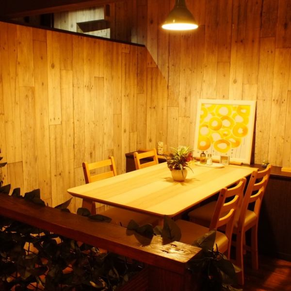 A table seat that can be used from 2 people up to 16 people.Please relax relaxingly in the sophisticated fashionable space of wood style ♪ Beer party · Farewell reception party, girls' party, entertainment, date, birthday party etc. You can use it in various scenes.Because it is partitioned by the wall, you can enjoy conversation without worrying about the next ☆ Natural meal ◎ Come to a number of body-friendly Italian ◎