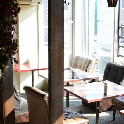 屋内ですがテラスに見立てたお席も有ります。渋谷の街を見下ろせるお席。