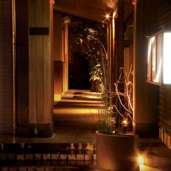 """从博多站筑紫口步行5分钟!在联合政府大楼前面有""""佑介""""。一个日本情感室,像成人休息室一样安静的日本治疗空间,对应2人,最多40人♪请留下私人场景和商业场景。【Hakata izakaya烹饪实用锅用水煮熟的私人房间,你可以喝】"""