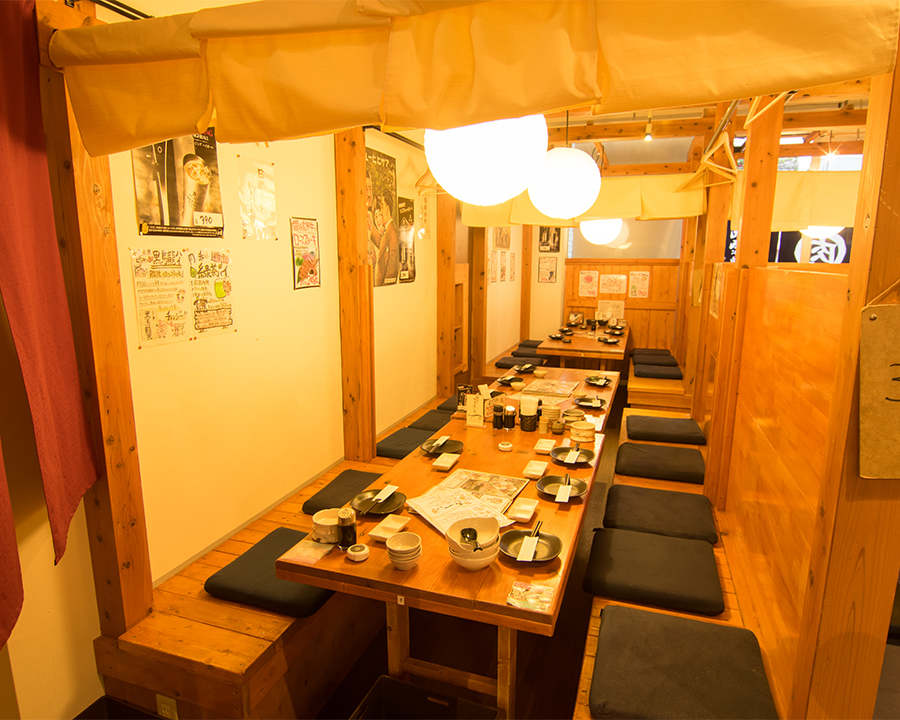 It is a half-room seat for 8 to 10 people.It is perfect for your banquet! Of course, we can connect seats even for more than 10 people, so we will show you at the box seat for up to 30 people.