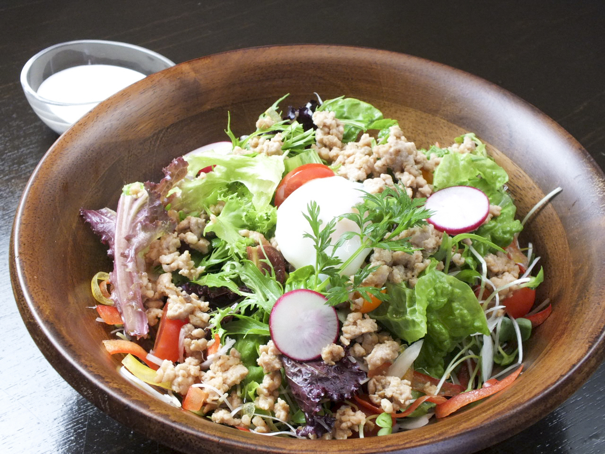Caesar saucer salad