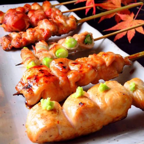 炭火で焼く焼鳥・野菜巻串