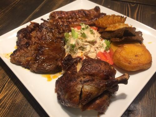 [PARRILLADA] ペルーのスパイスでグリル焼きした肉の盛り合わせ