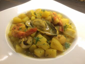 Seafood simmered with turmeric sauce