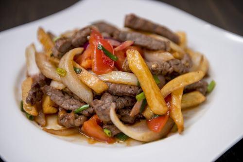 [LOMO SALTADO] 牛肉とジャガイモ炒め