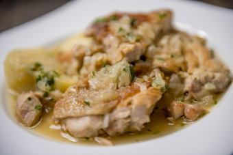 [POLLO A LA NORTENA] Braised chicken and herbs
