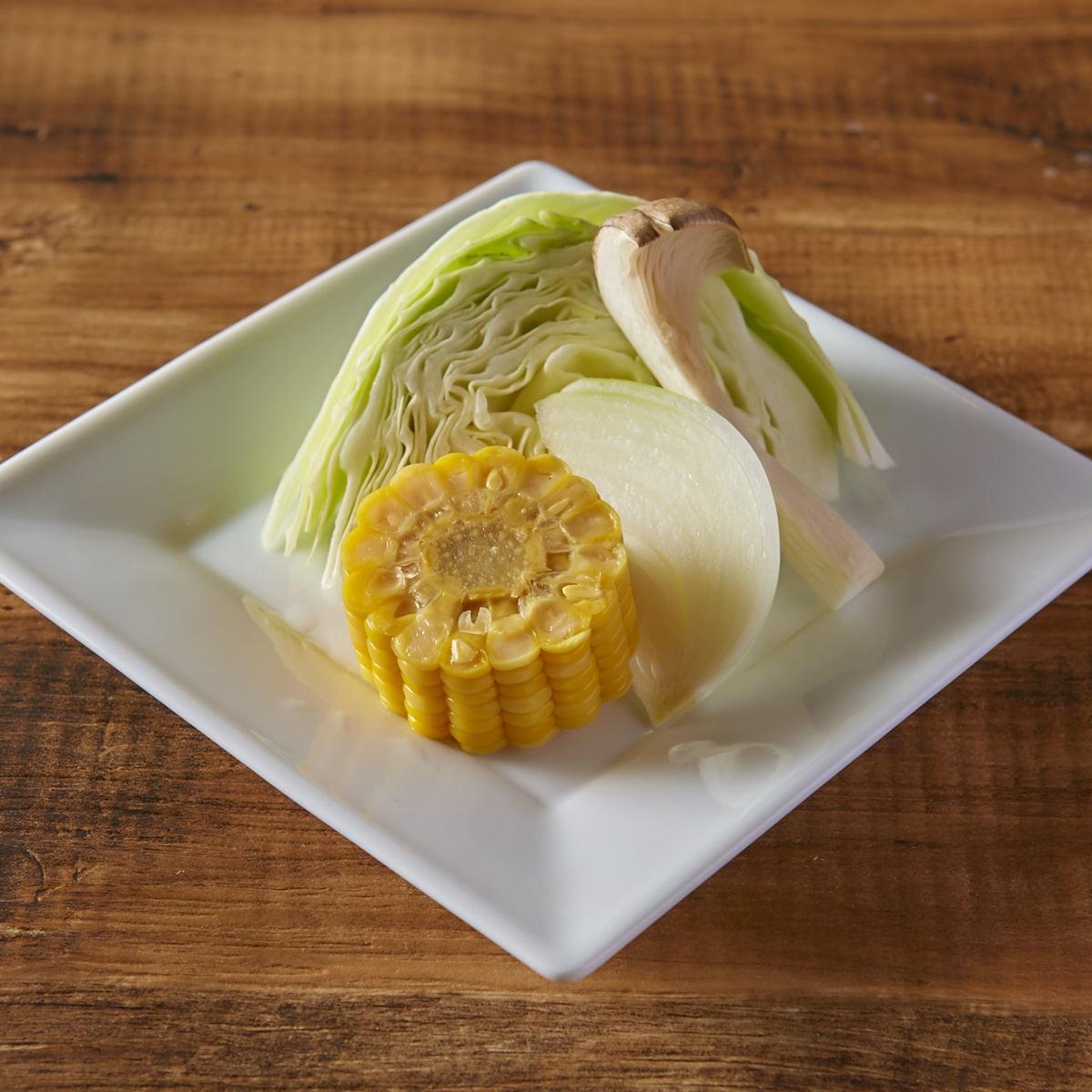 구운 야채 모듬 (양배추 · 양파 · 새송이 버섯 · 옥수수)