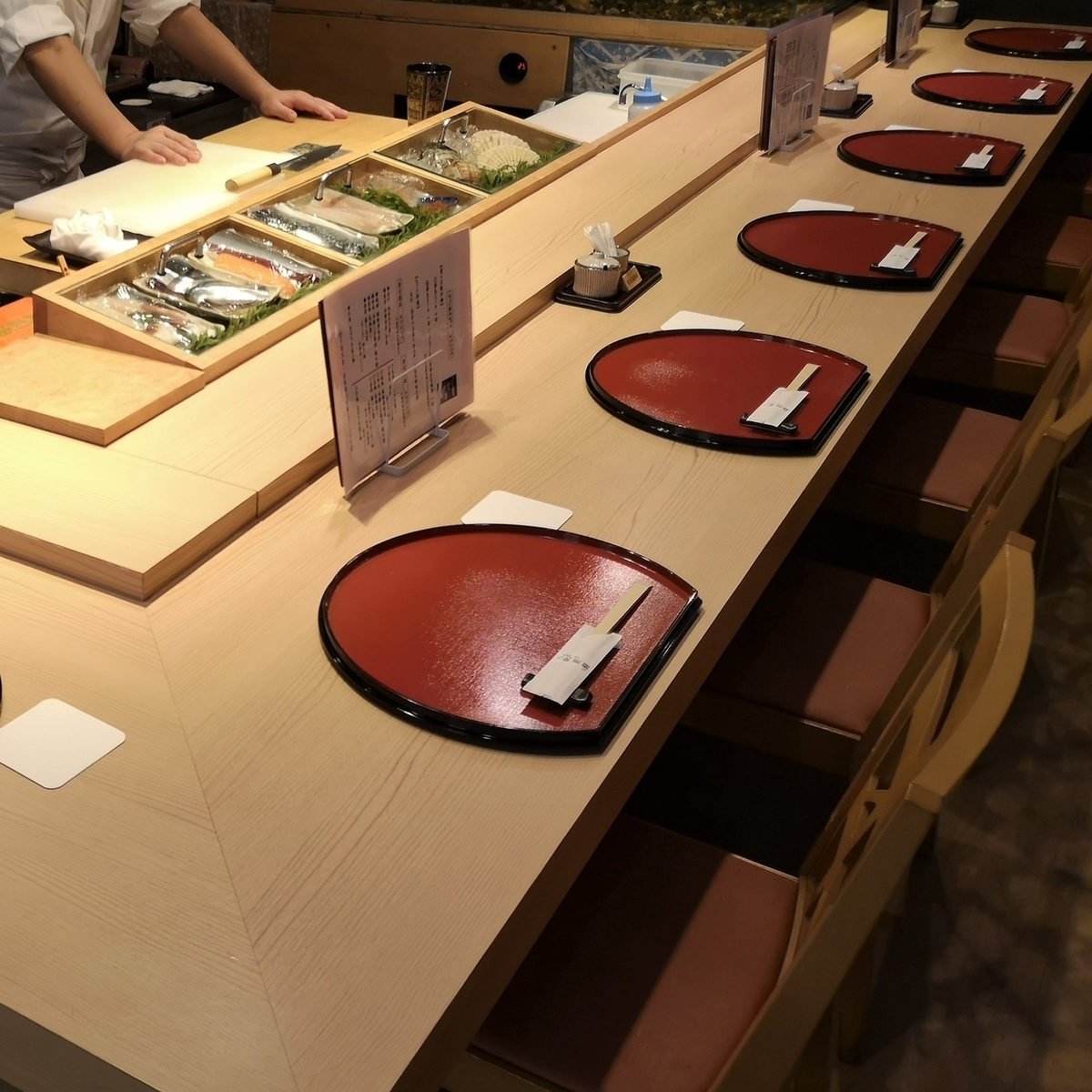Please enjoy the sushi held by craftsmen in front of you!