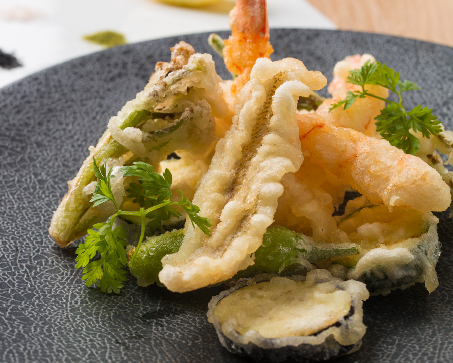 Frit with seafood and seasonal vegetables Three kinds of salt