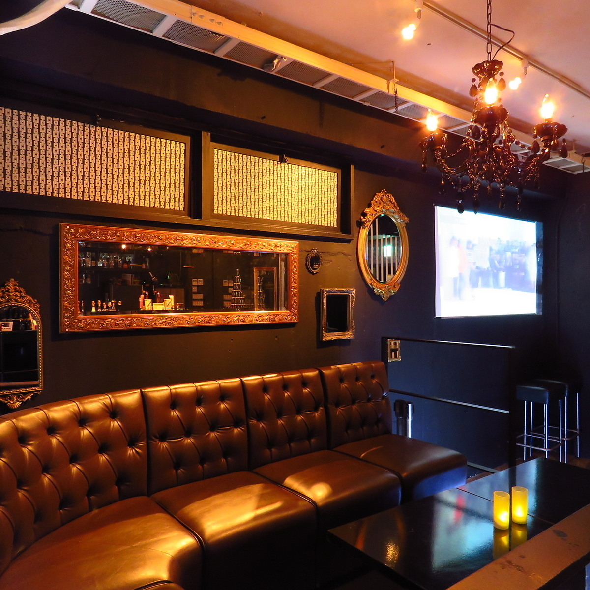 A luxurious sofa seat is a VIP room! Saturday 's club event is as popular as you can get another fee of course Friday is of course free!
