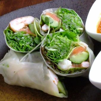 Raw spring roll of shrimp and salmon
