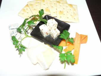 Specialty cheese assortment (four types)