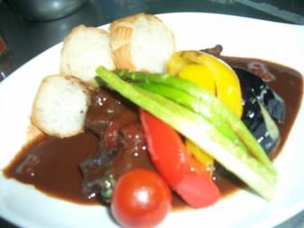 Red wine stew of beef cheek meat