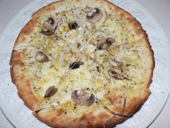 黑胡椒和蘑菇披萨
