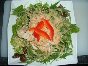 猪涮锅和水菜沙拉