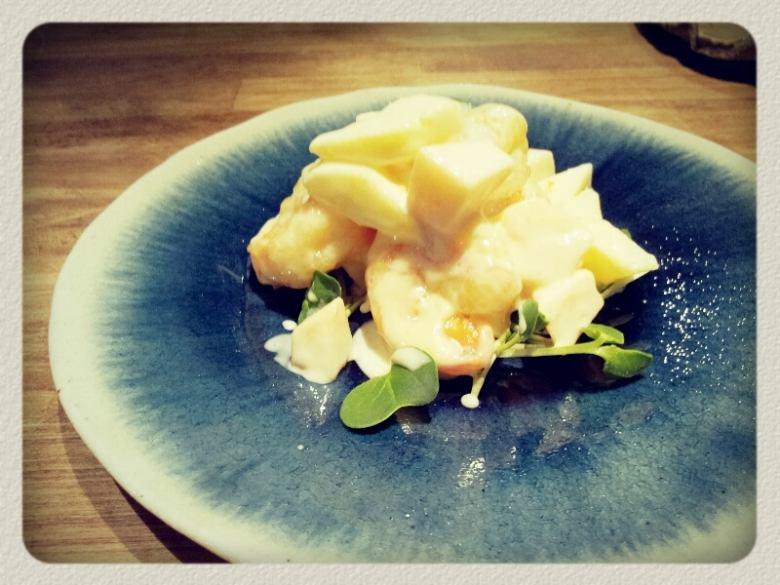Seasonal fruits and shrimp with mayonnaise