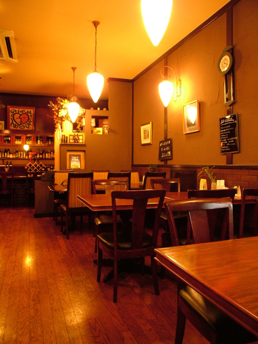 桌座非常适合约会☆餐厅是欧式餐厅风格♪您可以将它用于连接桌椅的宴会。