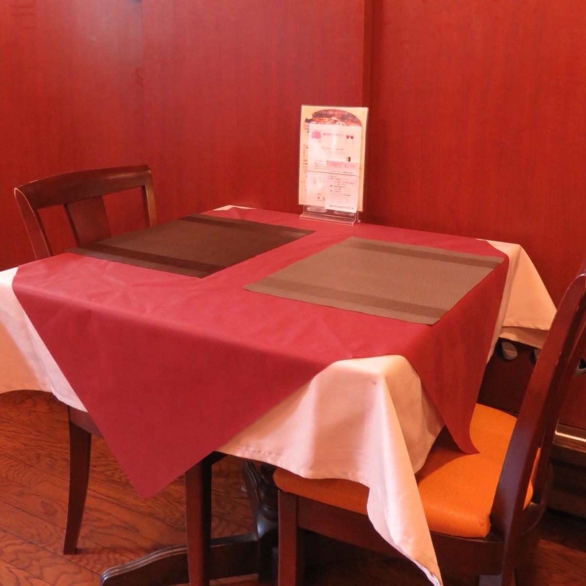 建议约会夫妇或情侣♪桌椅两个座位。请在小酒馆风格中度过一个特别的时刻。