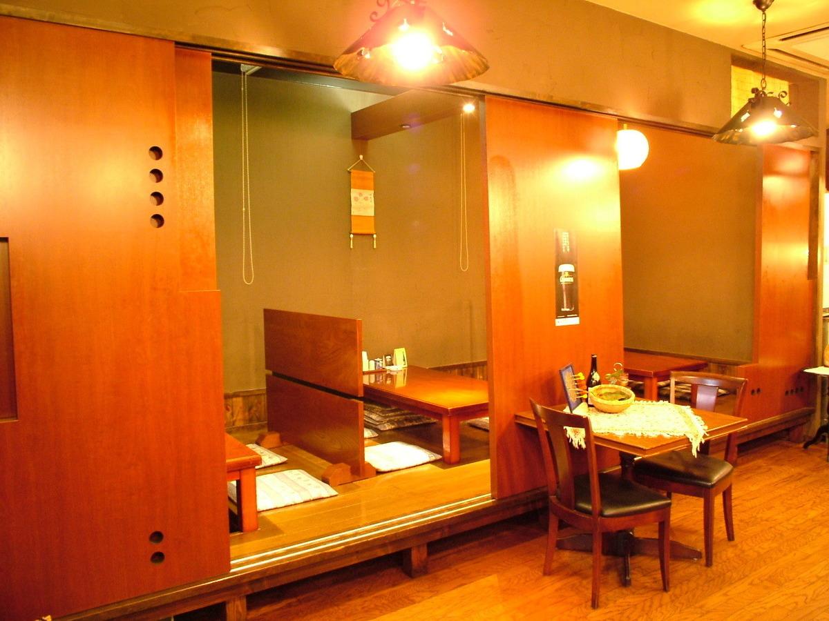 在小酒馆风格,您可以响应各种适合现场的大型和小型宴会。由于Osami座位完全戒烟,例如Zashiki的大型宴会和桌席的桌子,也建议与婴儿的妈妈会议◎也可以连接桌子和举办大型聚会。