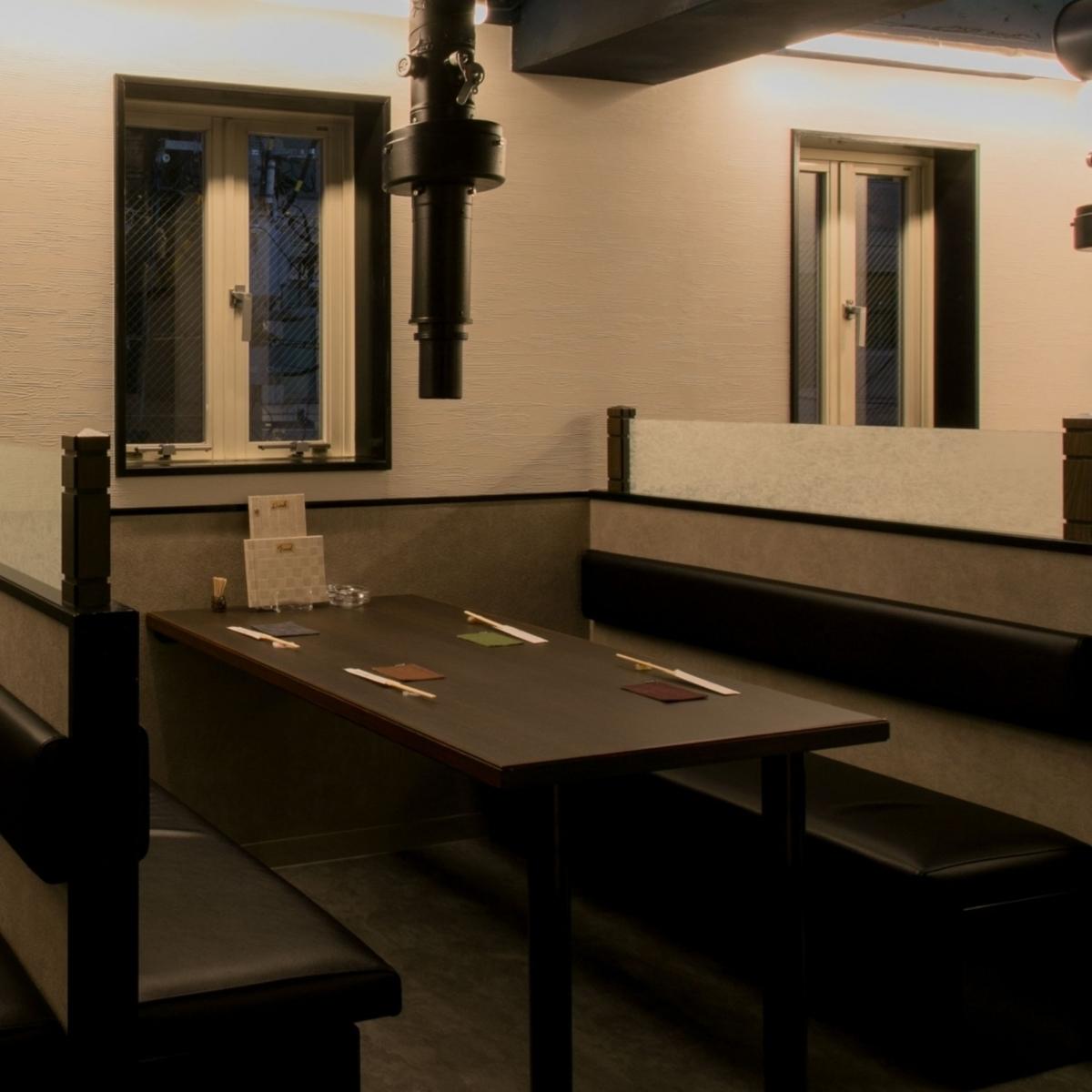 桌座非常适合日常使用。这是一个开放式的座位,您可以在各种场景中使用,例如与朋友一起用餐,与公司同事一起喝酒。
