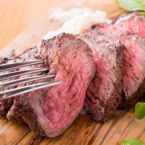 肉じる 똑똑 떨어지는 맛을 지금 여기에! 고기! 고기! 고기!로 여러분을 맞이합니다 ♩