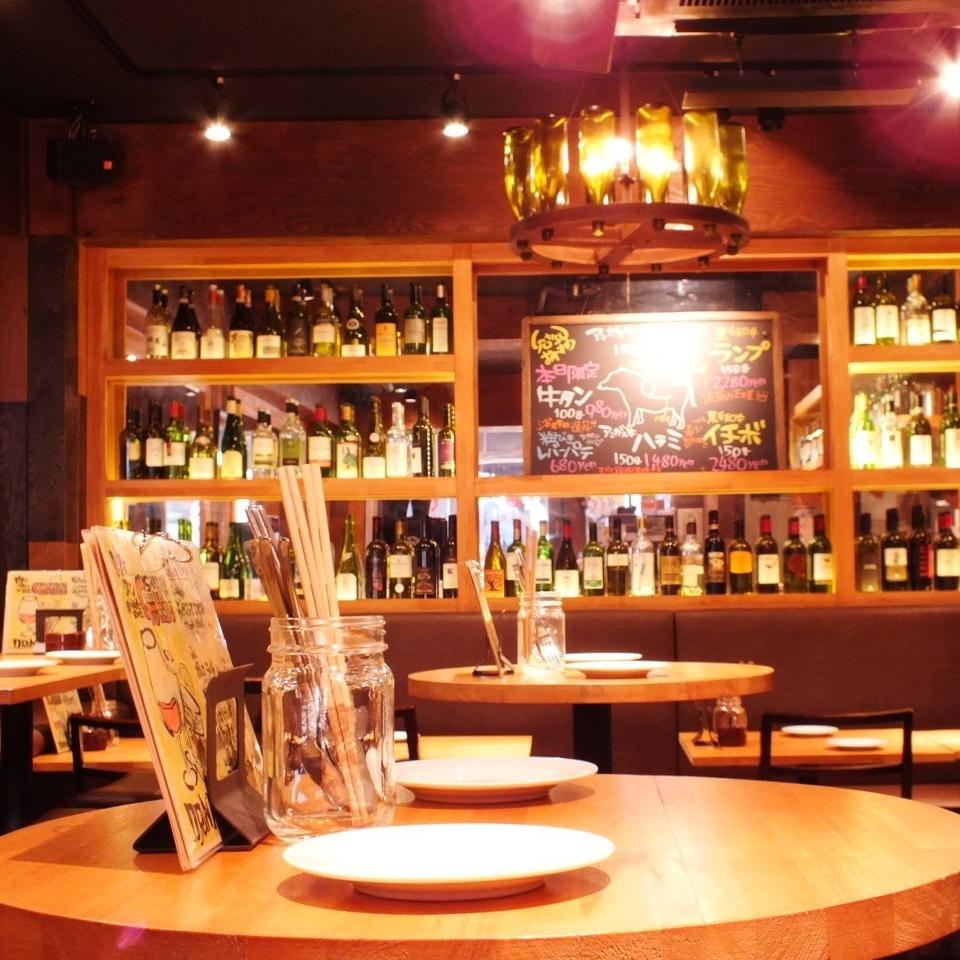 """西班牙酒吧特有的圓形高桌♪推薦第2次使用的座位♪在年終派對興奮之後也和朋友推薦""""另一個杯子""""♪"""