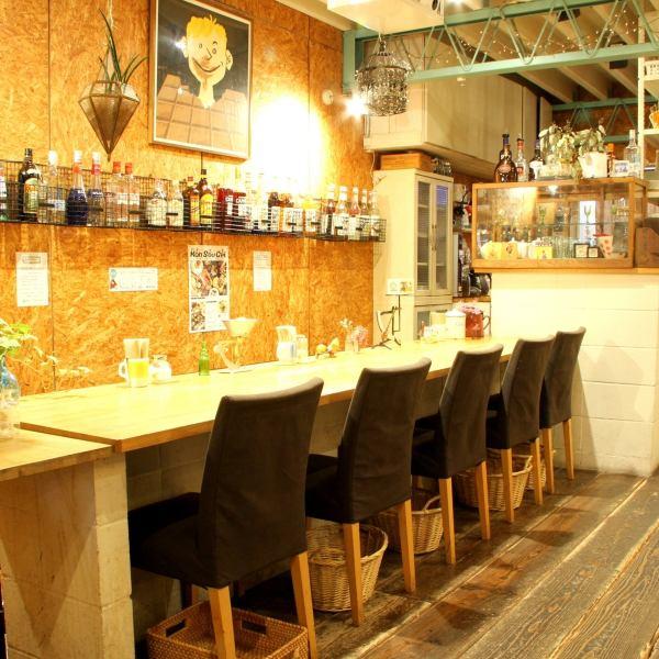 餐廳還有一個櫃檯座位,有一個溫馨的氛圍!一個人可以享受這頓飯!一個日常的限時夜咖啡館設置所有6道菜的價值1200日元可選的飲料與完整的陣容!但你可以使用它!