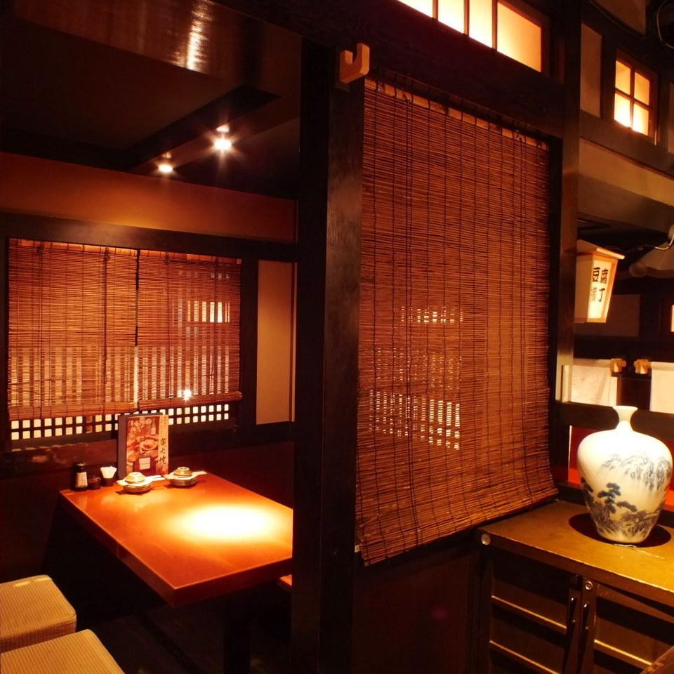 【個室充実】あたたかな灯りの個室。掘りごたつが苦手の方はぜひ、テーブル個室!友人とのお食事やデートなど様々なシーンでご利用いただけます◎