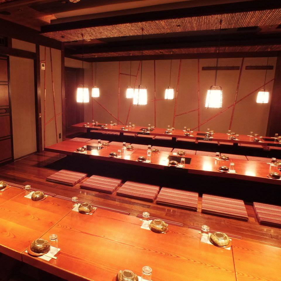 【大人数用個室】 完全に壁とドアで囲まれている完全個室なのもウレシイ!最大50名様まで収容可能です。会社の宴会に最適◎ぜひご利用下さい 。
