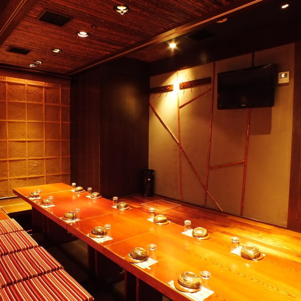 【中人数用個室】 ちょっとした集まりや会合に使いやすい中人数用個室♪いろんなサイズの個室あります!完全個室ですので、プライバシーもバッチリです!