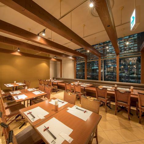 2名様~ご利用いただけるテーブル席☆人数に合わせたお席の配置が可能ですので、シーンや人数に合わせてご利用いただけます!お気軽にお問い合わせください♪東京駅付近でのビュッフェ宴会なら【葡萄の杜 互談や 東京ビルTOKIA店】にお越しください☆ランチビュッフェもございます!
